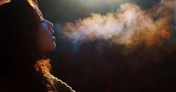 Người bình thường sẽ có hơi thở ấm nóng khi hà hơi vào lòng bàn tay, nhưng một khi hơi thở của bạn trở nên lạnh thì có nghĩa là cơ thể đang báo hiệu một điều chẳng lành nào đó.