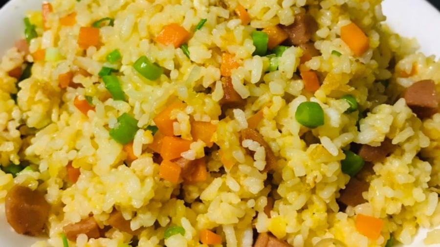 Món cơm rang trứng được làm từ những nguyên liệu đơn giản