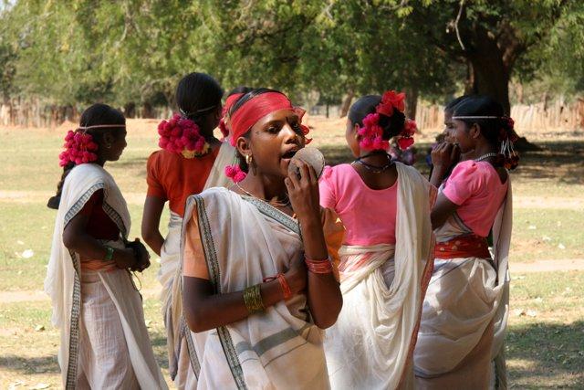 Bộ lạc Muria, sống ở Devgaon, Madhya Pradesh, Ấn Độ sống bí ẩn trong rừng sâu với nhiều phong tục đầy khác biệt.