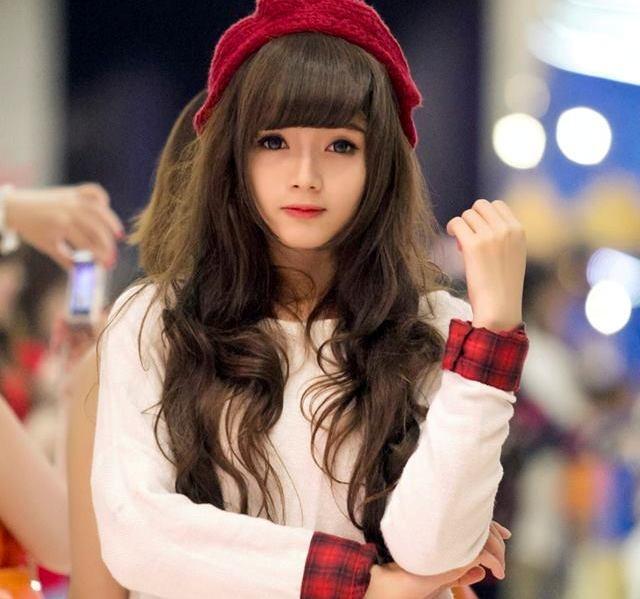 """Với danh xưng """"hot girl ảnh thẻ"""", 9X thường xuyên trở thành mẫu ảnh trong  các bộ hình thời trang - giới trẻ, tham gia đóng MV, clip quảng cáo."""