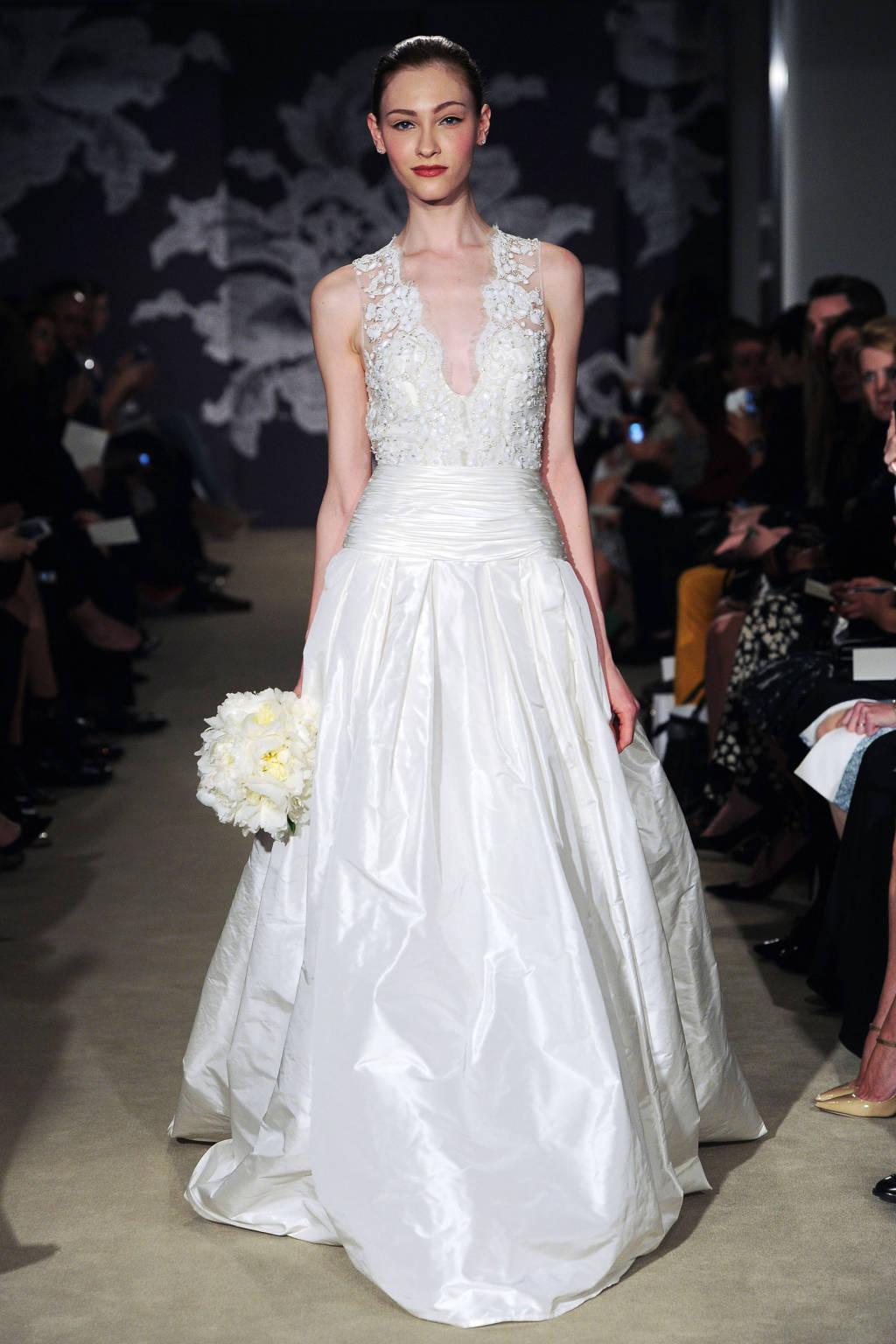 Những mẫu đầm này xuất hiện tại Tuần lễ thời trang New York khiến các cô dâu mê mẩn đến phát cuồng.