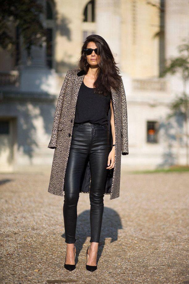 Quần da màu đen có thể kết hợp với rất nhiều các loại áo từ rộng cho đến bó, dài hay ngắn đến thắt lưng.