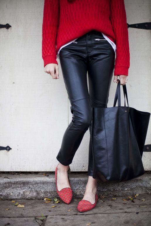 Áo lên dáng rộng và quấn da giống quần jean bó.