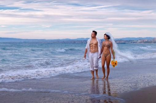 Tình cũ Lý Hùng chụp ảnh cưới bikini cùng chồng mới 2