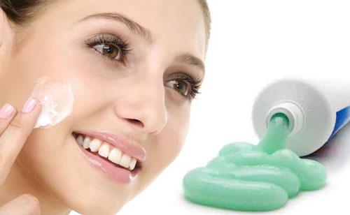 Nhiều điều tuyệt vời khi bạn bôi kem đánh răng lên mặt