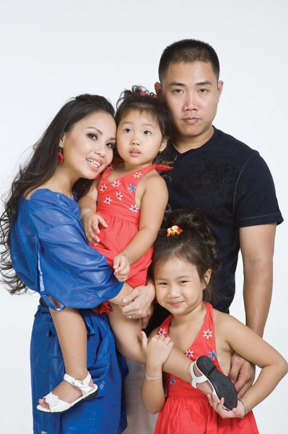 Gia đình hạnh phúc hiện tại của ca sĩ Cẩm Ly