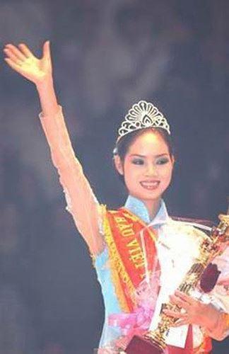 Hoa hậu Mai Phuơng trong giây phút đăng quang