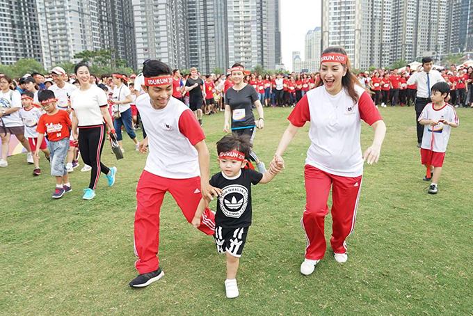 Gia đình hạnh phúc của Khánh Thi và Phan Hiển