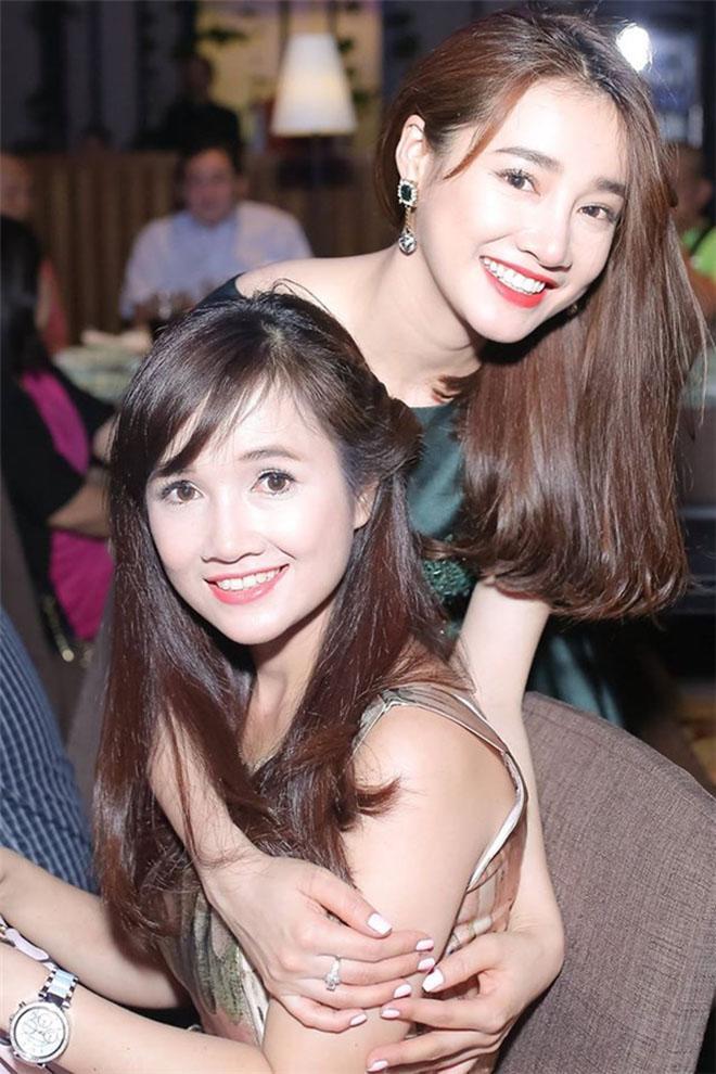 Chị gái Nhã Phương xinh đẹp không kém gì cô em nổi tiếng