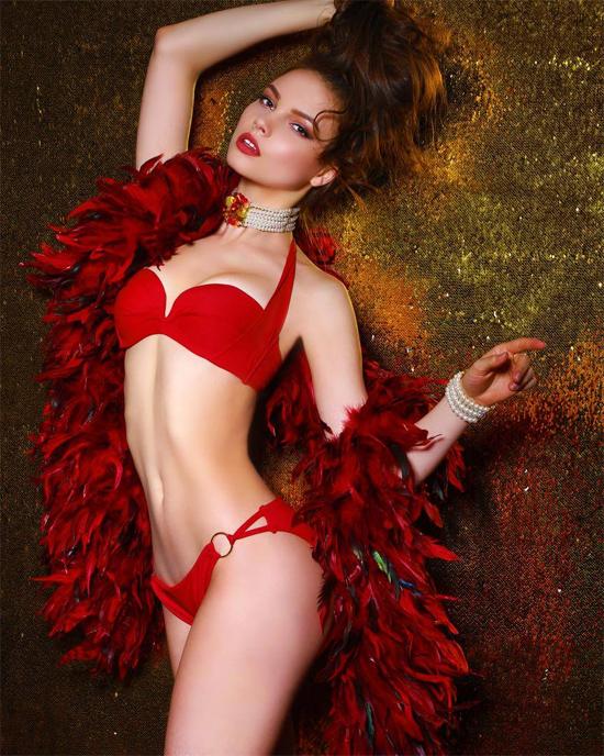 Tân Hoa hậu Nga khoe vẻ đẹp rạng ngời.