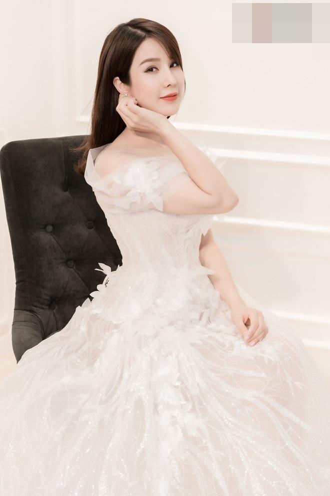 Vào ngày 5/5 tới đây, Diệp Lâm Anh sẽ lên xe hoa cùng bạn trai kém tuổi. Tuy nhiên, thông tin về hôn lễ đến nay vẫn đang trong vòng bí mật.