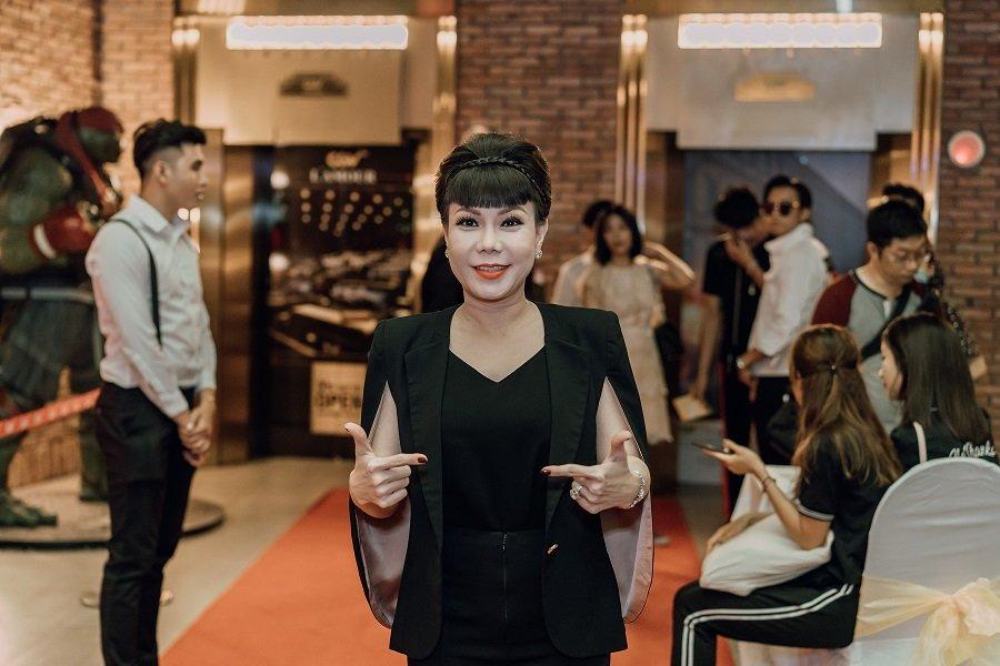 viet-huong-kiet-suc-truyen-nuoc-bien-khi-giup-dan-em-lam-phim-1203-2123.jpg