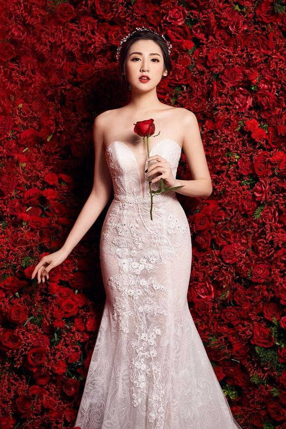 Chồng sắp cưới của Á hậu Tú Anh là con trai một gia đình giàu có ở Hà Nội. Anh từng có 3 năm hẹn hò với Văn Mai Hương.
