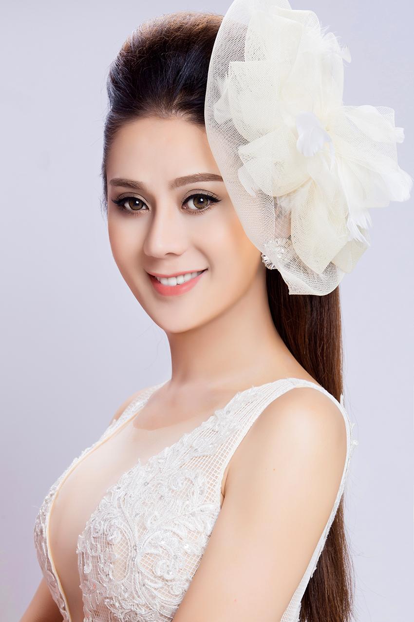 Có bạn trai đại gia, Lâm Khánh Chi nhanh chóng mặc váy cưới 3