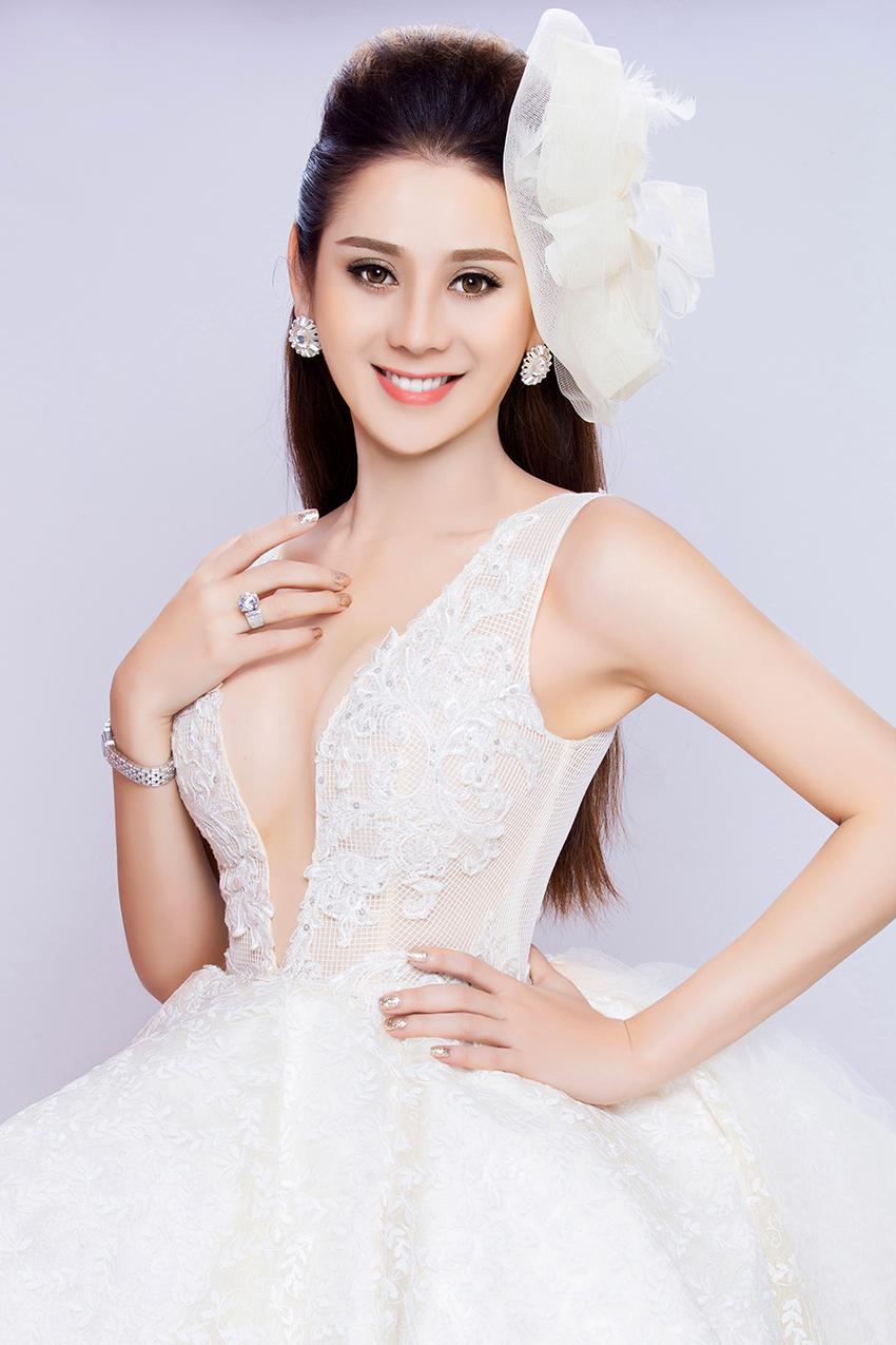 Có bạn trai đại gia, Lâm Khánh Chi nhanh chóng mặc váy cưới