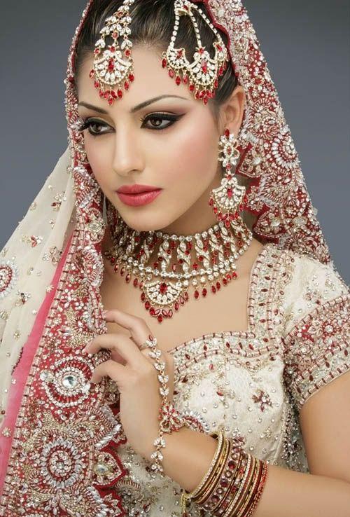 Bí mật đằng sau chiếc váy cưới của cô dâu Ấn Độ 3