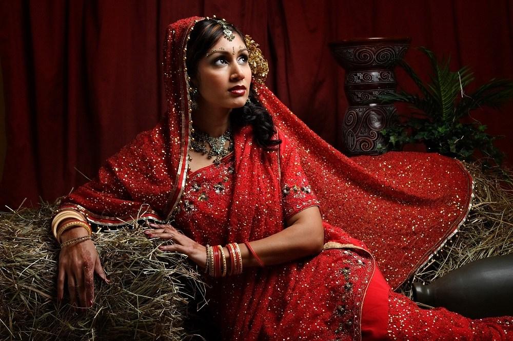 Bí mật đằng sau chiếc váy cưới của cô dâu Ấn Độ 6