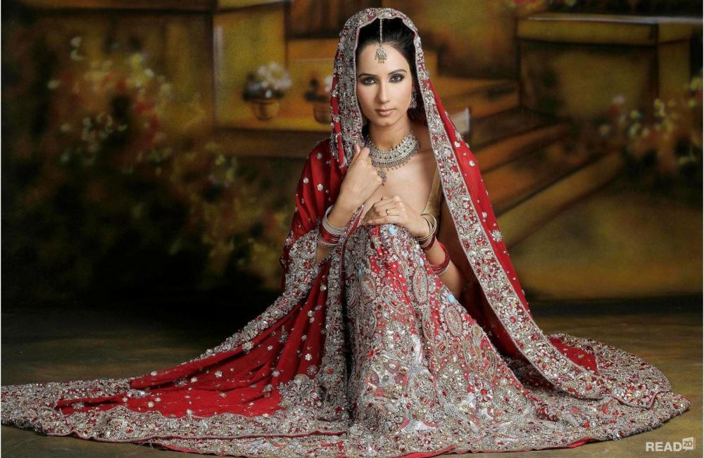 Bí mật đằng sau chiếc váy cưới của cô dâu Ấn Độ