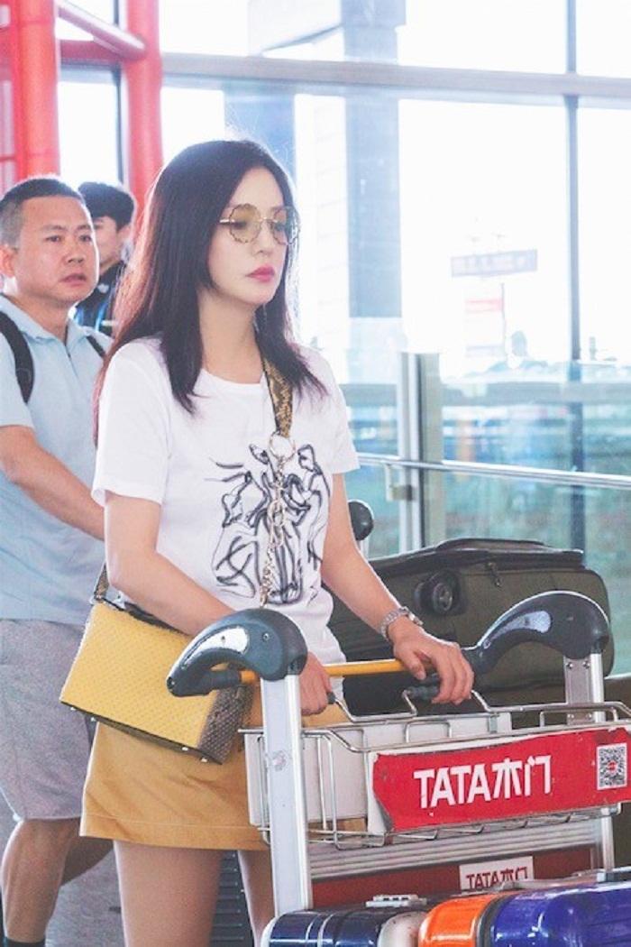 Hiện, Triệu Vy đang là một diễn viên, kiêm nhà sản xuất và đạo diễn. Cô còn có một gia đình với một cô con gái 8 tuổi.