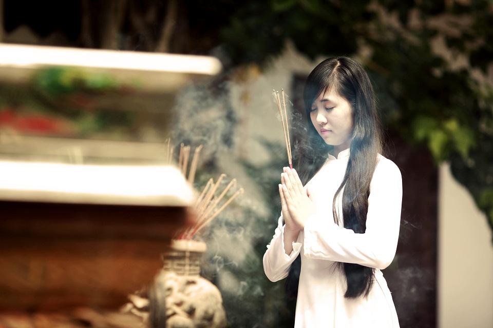 Đi chùa ngày Rằm, mùng 1 lễ bái thế nào để hưởng phúc đức, bình an?