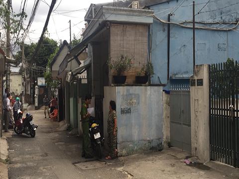 Cơ quan điều tra thu thập chứng cứ tại khu vực nhà trọ nơi nạn nhân bị giết