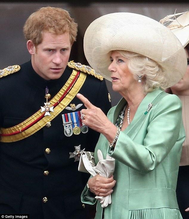 Mối quan hệ giữa bà Camilla và 2 con riêng của chồng không hề tệ mà cả 2 vị Hoàng tử đều rất tôn trọng và yêu quý bà