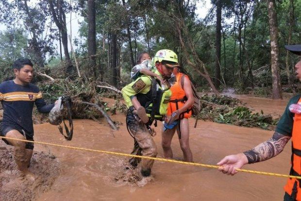 Lực lượng cứu hộ đang cố gắng nỗ lực từng ngày