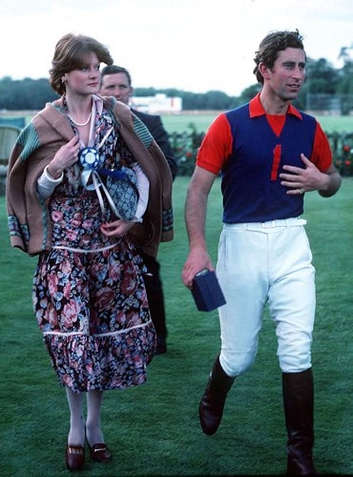 Thực tế, Thái tử Charles đã hẹn hò với chị gái của Diana trước khi kết hôn với bà