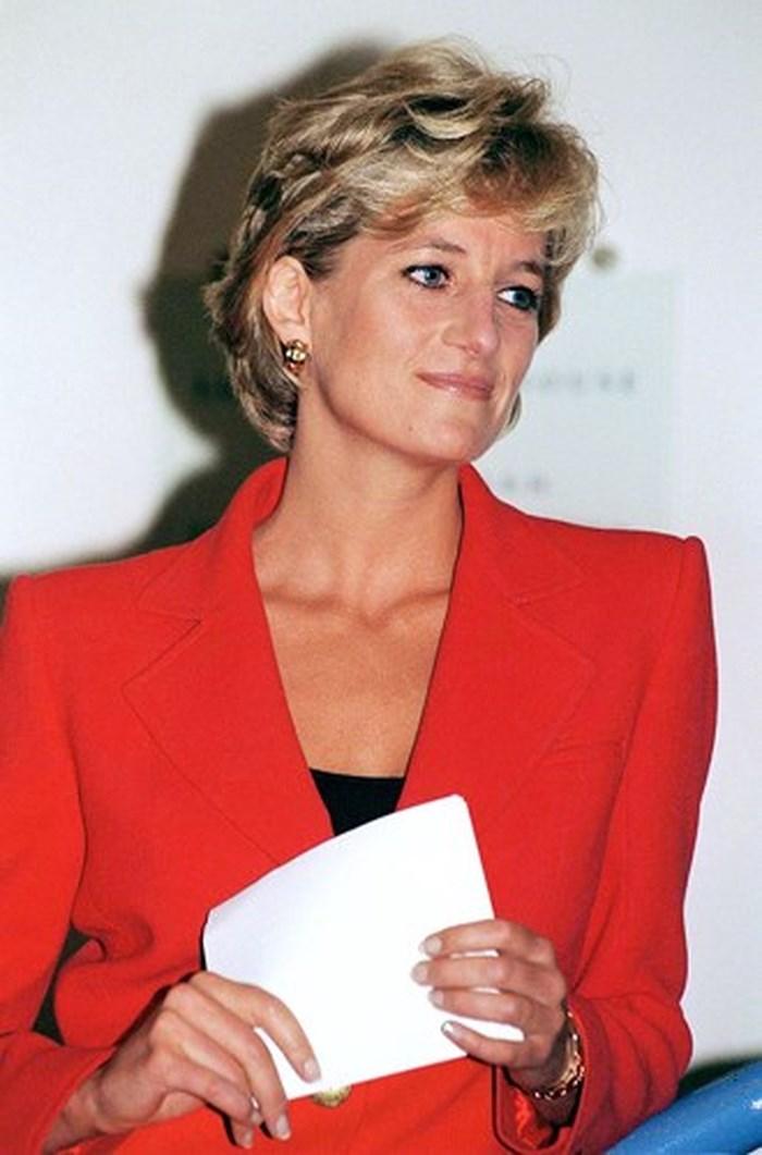 Công nương Diana luôn gửi một tấm card có chữ viết tay