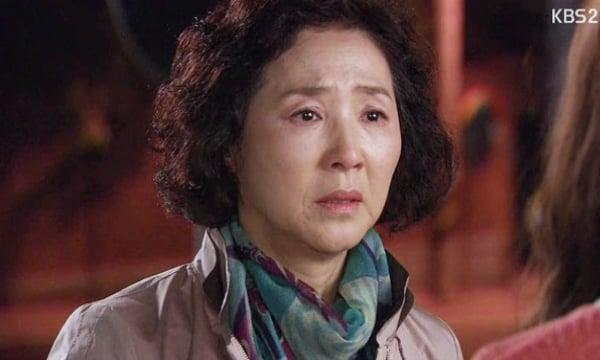 Khinh thường con dâu ở nhà ăn bám, mẹ chồng rớt nước mắt khi biết sự thật đằng sau