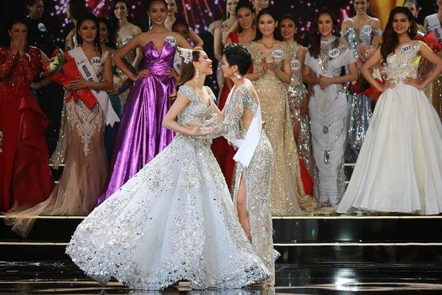 thoi trang pham huong dien chung ket hoa hau hoan vu 2017 (3)