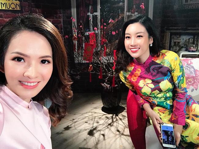 Thậm chí, nhiều người cho rằng, Hoa hậu Đỗ Mỹ Linh còn bị chê kém sắc hơn cả Đan Lê. Gương mặt Đan Lê tràn đầy sức sống hơn.
