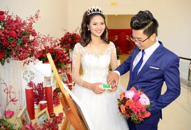 Thời điểm khi cưới, Lê Phương giữ được dáng khá chuẩn, vòng eo thon gọn.
