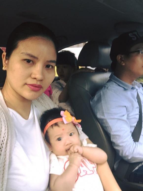 Có thể thấy, sau sinh, người mẫu Lê Thị Phương lộ gương mặt đầy đặn, tăng cân thấy rõ.