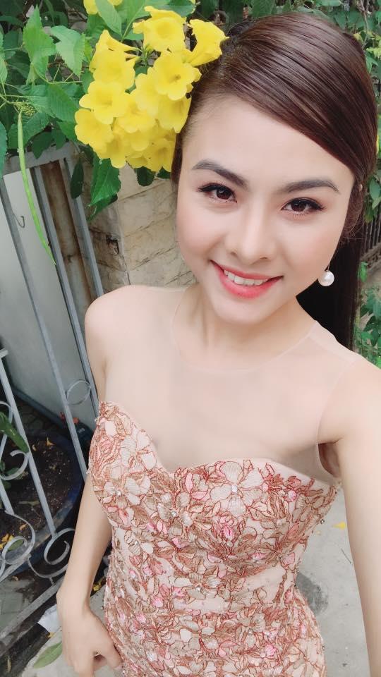 Nhan sắc ngày càng xinh đẹp và vóc dáng thon gọn của Vân Trang