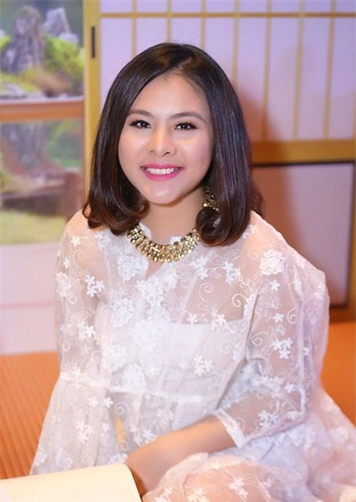 Sau khi kết hôn, Vân Trang tạm gác lại sự nghiệp để dành thời gian vun vén cho gia đình nhỏ. Cô hạnh phúc mang bầu đứa con đầu lòng. Tuy nhiên, Vân Trang tăng cân khá nhiều trong thời gian mang thai. Thậm chí có nhiều người không thể nhận ra Vân Trang khi mang bầu vì gương mặt mũm mĩm, mũi nở to hơn.