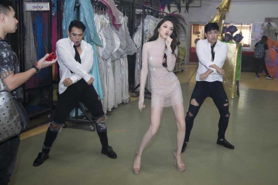 Hương Giang đoạt giải Hoa hậu tài năng