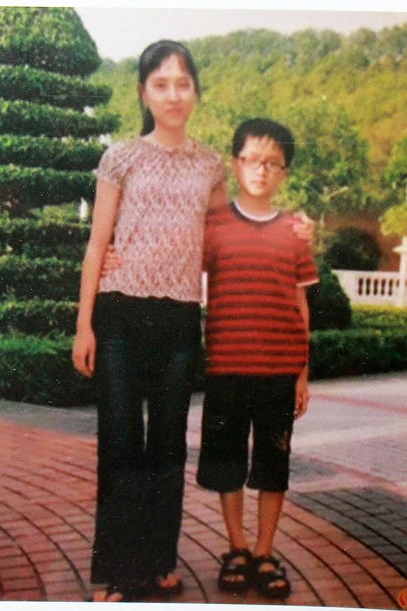 Ít người biết rằng, Hoa hậu chuyển giới Quốc tế 2018 Hương Giang có một người chị gái ruột. Người chị này tên là Hương Giang, cô sở hữu gương mặt phúc hậu, đậm chất Á Đông.
