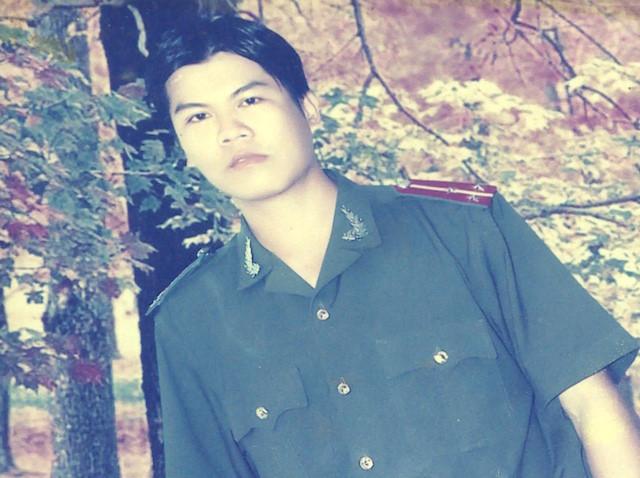 buc_anh_nam_mac_do_cong_an_2