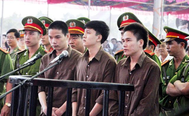 Ngay-17-11-tiem-thuoc-doc-Nguyen-Hai-Duong--hung-thu-giet-6-nguoi-o-Binh-Phuoc-anh-2-1510661348-219-width640height392