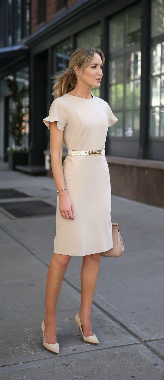 Nên ưu tiên các các kiểu váy đơn giản, ít chi tiết trang trí rườm rà, sao cho nhìn thật thoáng mắt