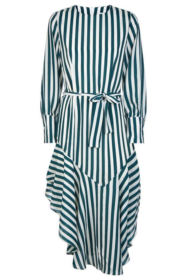 Váy chất voan bồng bềnh và rất mát, nhất là khi có màu sắc xanh lá tươi mắt như thế này. Phom váy này cũng rất rộng rãi và thoáng mát
