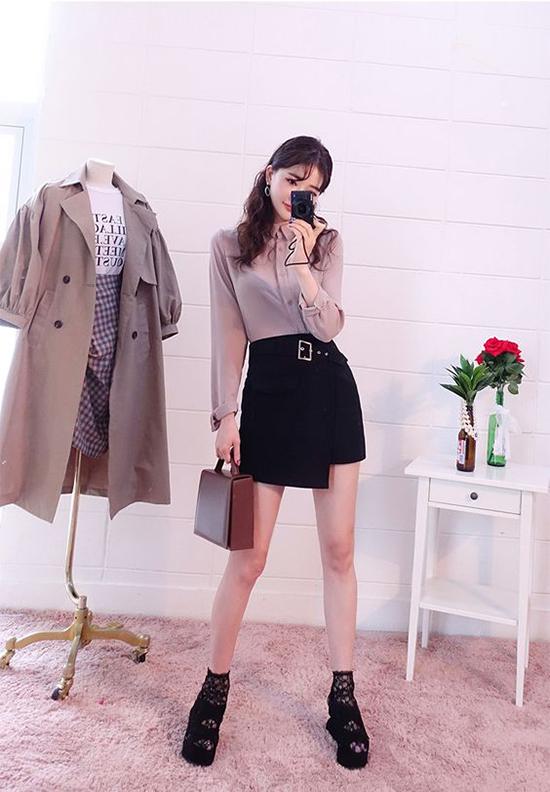 Những mẫu chân váy ngắn hợp mốt mùa hè vừa có thể mix đồ văn phòng vừa sử dụng làm trang phục dạo phố.