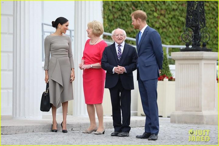Hôm qua (11/7), Công nương Meghan Markle và Hoàng tử Harry đã có ngày thứ hai vô cùng bận rộn trong chuyến thăm Dublin khi tham dự nhiều sự kiện.