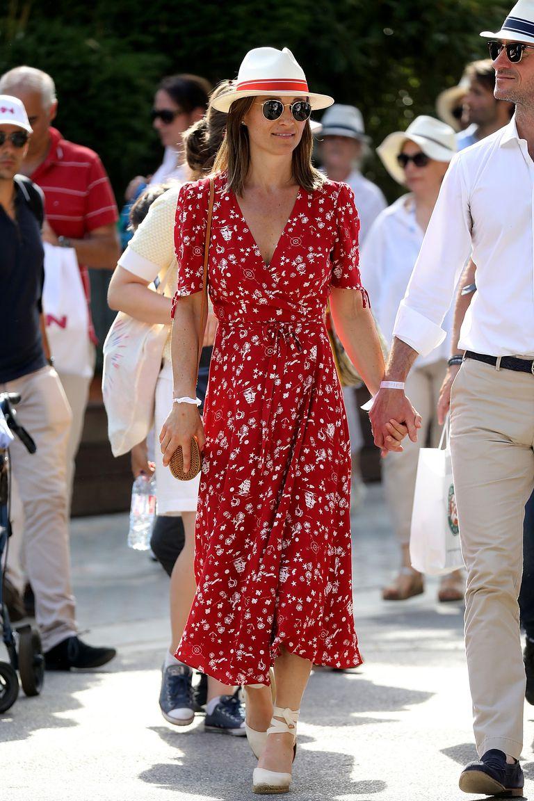 Cô đã từng khiến các fan hâm mộ quần vợt phải chú ý đến phong cách của mình trong chiếc váy đỏ của thương hiệu Ralph Lauren tại giải quần vợt Pháp mở rộng trước đây.