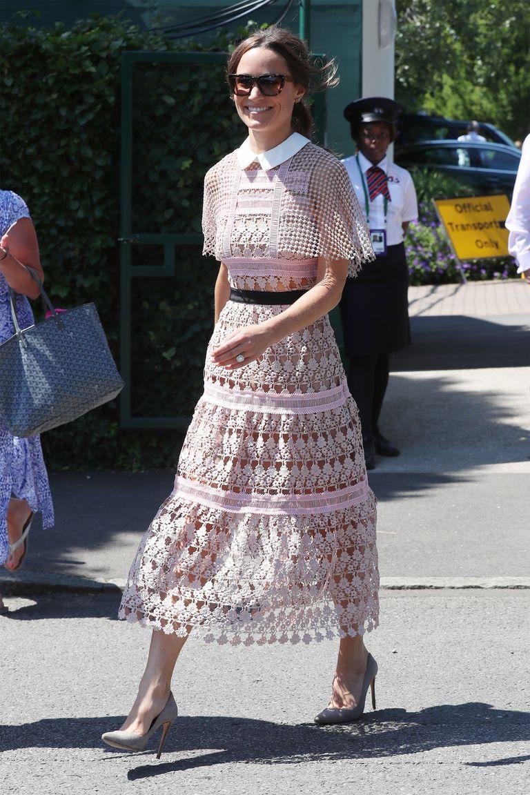 Tại giải Wimbledon 2017, Pippa Middleton đã xuất hiện với phong thái rạng rỡ trong chiếc váy màu hồng lazer.