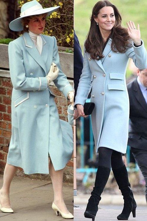 Cả hai áo khoác màu xanh lơ, cài nút hai hàng đều mang đến vẻ thanh lịch tuyệt đối cho hai thành viên hoàng gia cách nhau gần ba thập kỷ.