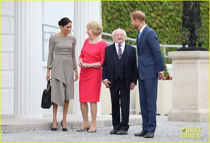 Tổng thống Michael Higgins và phu nhân tiếp đón vợ chồng Hoàng tử Anh.