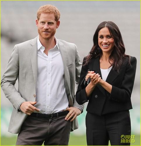 Cũng trong ngày hôm qua, vợ chồng Hoàng tử Anh đến sân vận động Croke Park, nơi tổ chức các sự kiện thể thao lớn nhất ở Ireland.