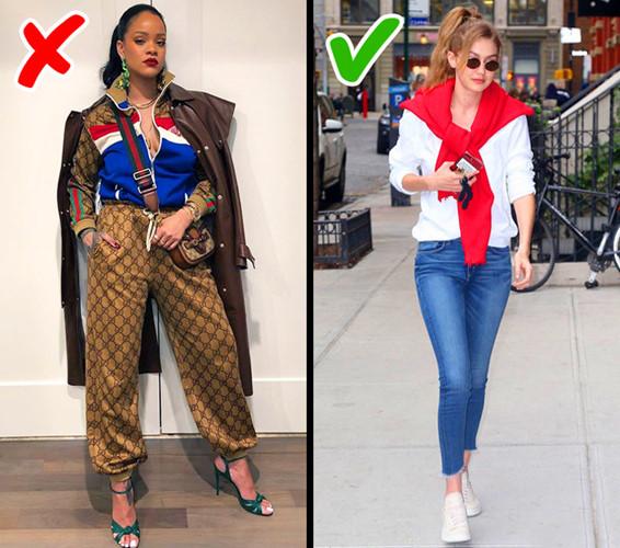 Những bộ đồ đồng màu năm nay đã bị lỗi mốt. Thay vào đó, quần jeans và áo phông lại trở thành mẫu thời trang thịnh hành.
